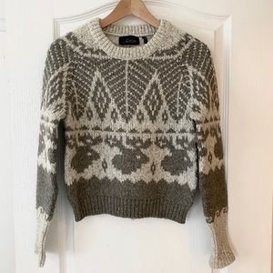Sweaters - Slightly cropped knit sweater